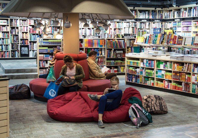 books store reader