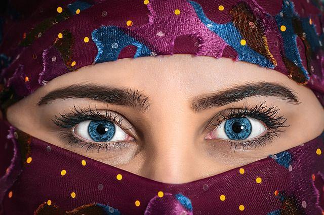 model beauty woman headscarf eyes
